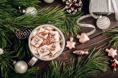Heemstkoffie op de Kerstmisachtergrond Stock Afbeeldingen
