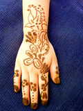 Heena Mehdi Design. Hand of a girl with Heena Design Applied Royalty Free Stock Images