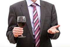 Heer die een glas wijn houden. Royalty-vrije Stock Fotografie