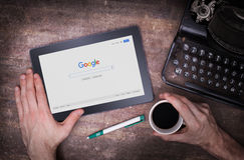 HEERENVEEN, НИДЕРЛАНДЫ - 6-ОЕ ИЮНЯ 2015: Google американская многонациональная корпорация стоковые фотографии rf