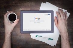 HEERENVEEN NEDERLÄNDERNA - JUNI 6, 2015: Google är en amerikansk multinationell korporation Royaltyfri Bild