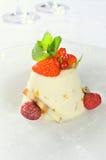 Heerlijk dessert met aardbei Stock Afbeelding