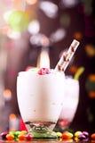 Heerlijk dessert met kleurrijk suikergoed Stock Fotografie