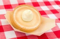 Heerlijk dessert met slagroom stock afbeeldingen