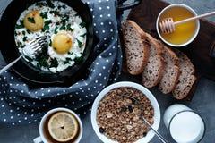 Heerlijk familieontbijt stock fotografie