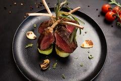 Heerlijk gastronomisch rek van lamsrecept stock fotografie