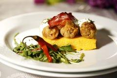Heerlijk gastronomisch voedsel bij restaurant stock foto