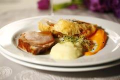 Heerlijk gastronomisch voedsel bij restaurant royalty-vrije stock fotografie