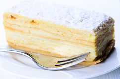 Heerlijk gelaagd stuk van cake stock foto's