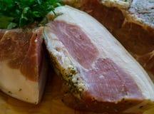 Heerlijk gerookt die vlees op de traditionele manier wordt gekookt royalty-vrije stock afbeelding