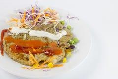 Heerlijk geroosterd lapje vlees met pinda, doperwt, graan, wortel royalty-vrije stock foto