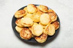 Heerlijk kaas gebakken ontbijt boven mening stock fotografie