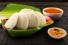 Heerlijk nutteloos gediend met sambar in banaanblad stock fotografie