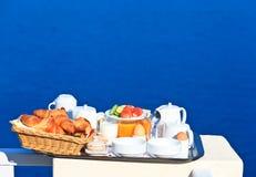Heerlijk ontbijt door het overzees royalty-vrije stock foto