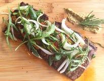Heerlijk rundvleeslapje vlees in plancha voor diner Royalty-vrije Stock Afbeeldingen