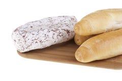 Heerlijk salami en brood Stock Afbeelding