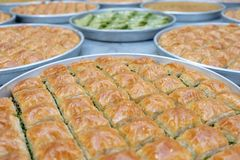 Heerlijk Turks snoepje, baklava met groene pistachenoten stock afbeelding