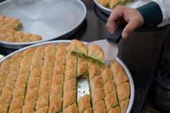 Heerlijk Turks snoepje, baklava met groene pistachenoten royalty-vrije stock foto's