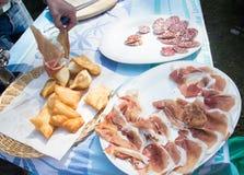 Heerlijk typisch Italiaans voedsel Royalty-vrije Stock Afbeeldingen