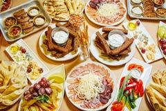 Heerlijk voedsel op de lijst royalty-vrije stock foto's