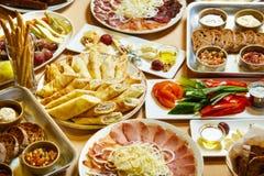 Heerlijk voedsel op de lijst royalty-vrije stock foto