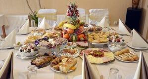 Heerlijk voedsel op een lijst stock fotografie