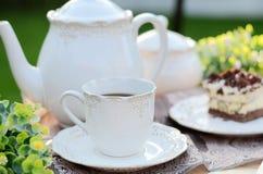 Heerlijk zoet ontbijt - koffie met een stuk van cake Royalty-vrije Stock Foto's