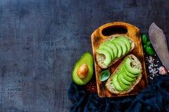 Heerlijke avocadobruschetta royalty-vrije stock afbeeldingen