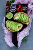 Heerlijke avocadobruschetta stock foto's