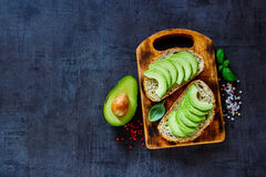Heerlijke avocadobruschetta royalty-vrije stock foto's