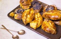 Heerlijke broodjes met papaverzaden Royalty-vrije Stock Foto