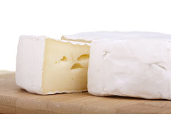 Heerlijke camembert en salami Stock Afbeeldingen