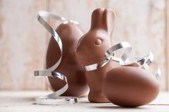 Heerlijke chocoladepaashaas en eieren Royalty-vrije Stock Fotografie