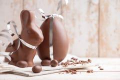 Heerlijke chocoladepaashaas en eieren Royalty-vrije Stock Afbeelding