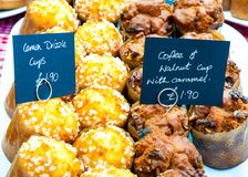 Heerlijke citroen en okkernoot cupcakes Stock Foto