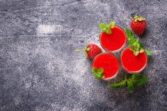 Heerlijke cotta van dessertpanna met aardbei Stock Afbeelding