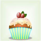 Heerlijke cupcake met melkachtige chocoladeroom en aardbeien Stock Fotografie
