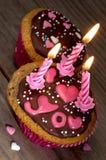 Heerlijke cupcakes met suikerharten voor de dag van Valentin Stock Afbeelding