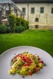 Heerlijke de zomer verse en gezonde ceasar salade met frambozen, productfotografie voor restaurant royalty-vrije stock fotografie
