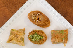 Heerlijke die baklava met pistache en amandelen wordt behandeld Royalty-vrije Stock Afbeelding