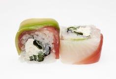 Heerlijke die sushi op witte achtergrond worden geïsoleerd Stock Afbeelding