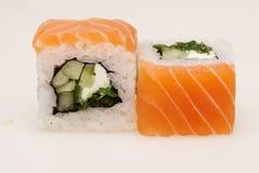 Heerlijke die sushi op witte achtergrond worden geïsoleerd Royalty-vrije Stock Foto