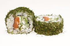 Heerlijke die sushi op witte achtergrond worden geïsoleerd Royalty-vrije Stock Foto's