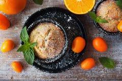 Heerlijke eigengemaakte oranje muffins, cupcakes Stock Foto's