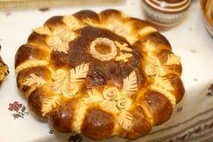 Heerlijke eigengemaakte verse gebakjes op de lijst in kommen Ik maakte royalty-vrije stock fotografie