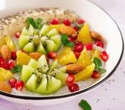 Heerlijke en gezonde chiapudding met banaan, kiwi en chiazaden royalty-vrije stock foto