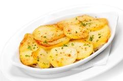 Heerlijke gebraden aardappels met dille. royalty-vrije stock afbeelding
