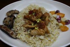 Heerlijke gebraden rijst met geroosterde pijlinktvisschotels royalty-vrije stock fotografie