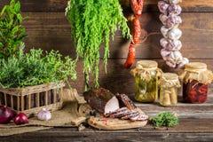 Heerlijke gerookte die ham op de traditionele manier wordt gekookt Stock Afbeeldingen
