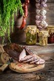 Heerlijke gerookte die ham op de traditionele manier wordt gekookt Royalty-vrije Stock Foto